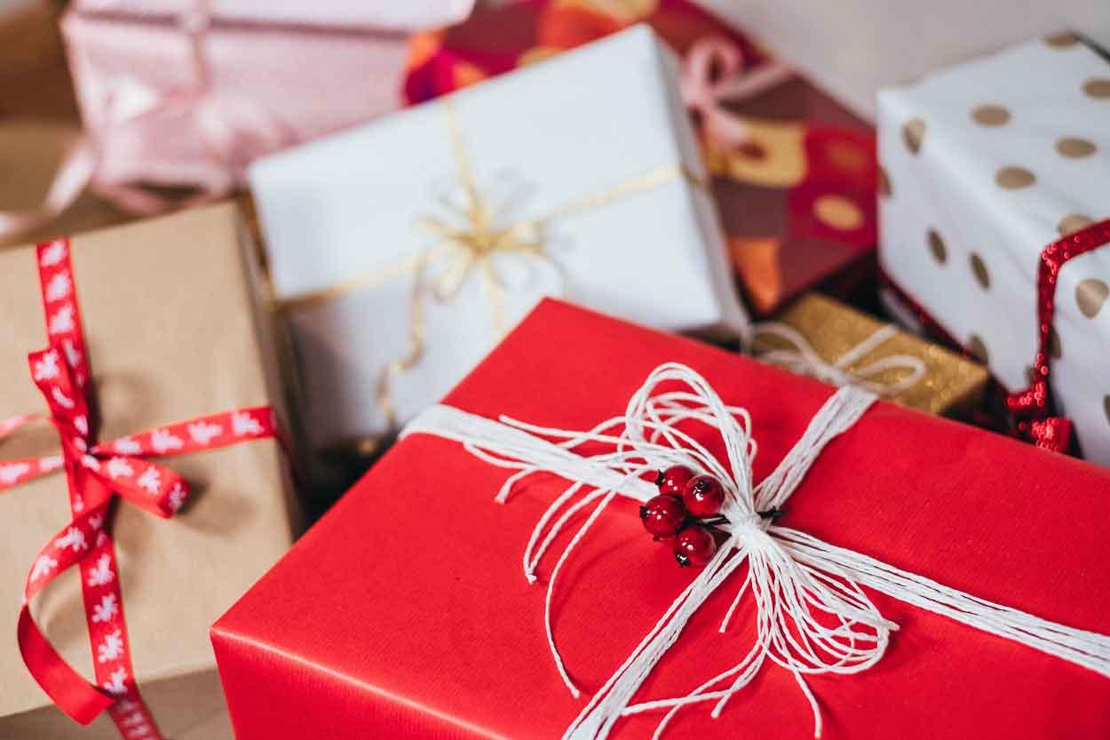 أفكار هدايا عيد الميلاد للشباب والبنات بالصور و الشراء اون لاين علف